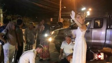Photo of Bride & Groom Stopped Their Wedding Celebrations To Help An Injured Motorcyclist